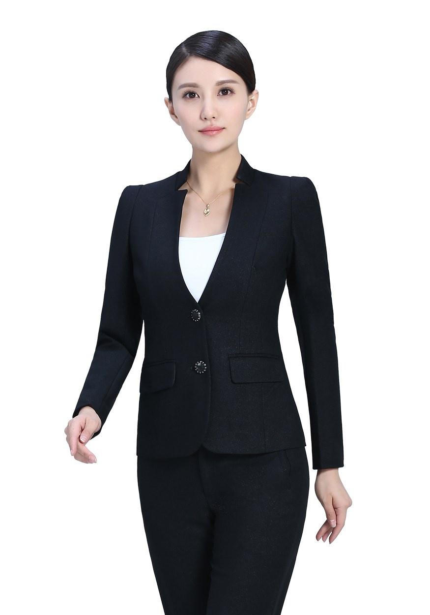 穿定制西服应注意的礼仪以及如何使西服、衬衫、领带协调?